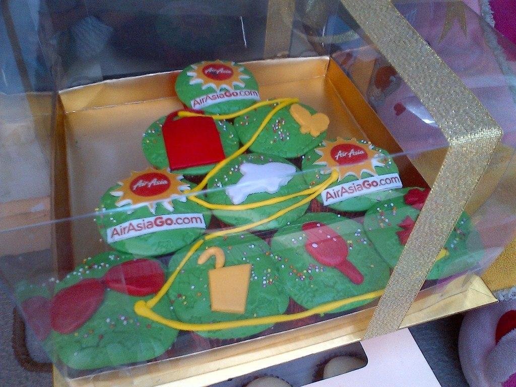 AirAsiaGo.com Christmas cupcake
