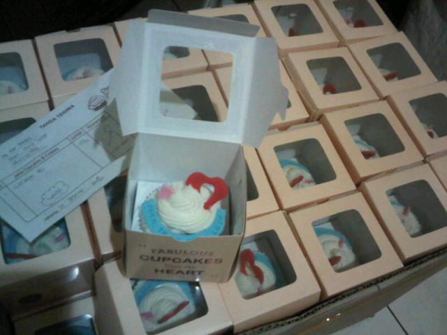 Valentine cupcakes oleh Trac
