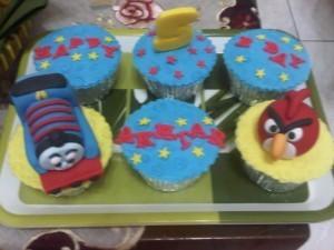 ... angrybirds thomas 300x225 cara membuat kue ulang tahun angry bird