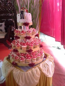 medium wedding cupcakes white maroon