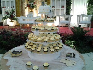 whitegold wedding cupcake5 mar