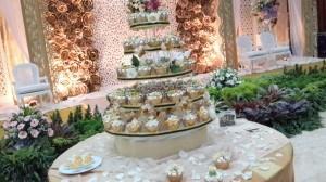 gold wedding cupcake