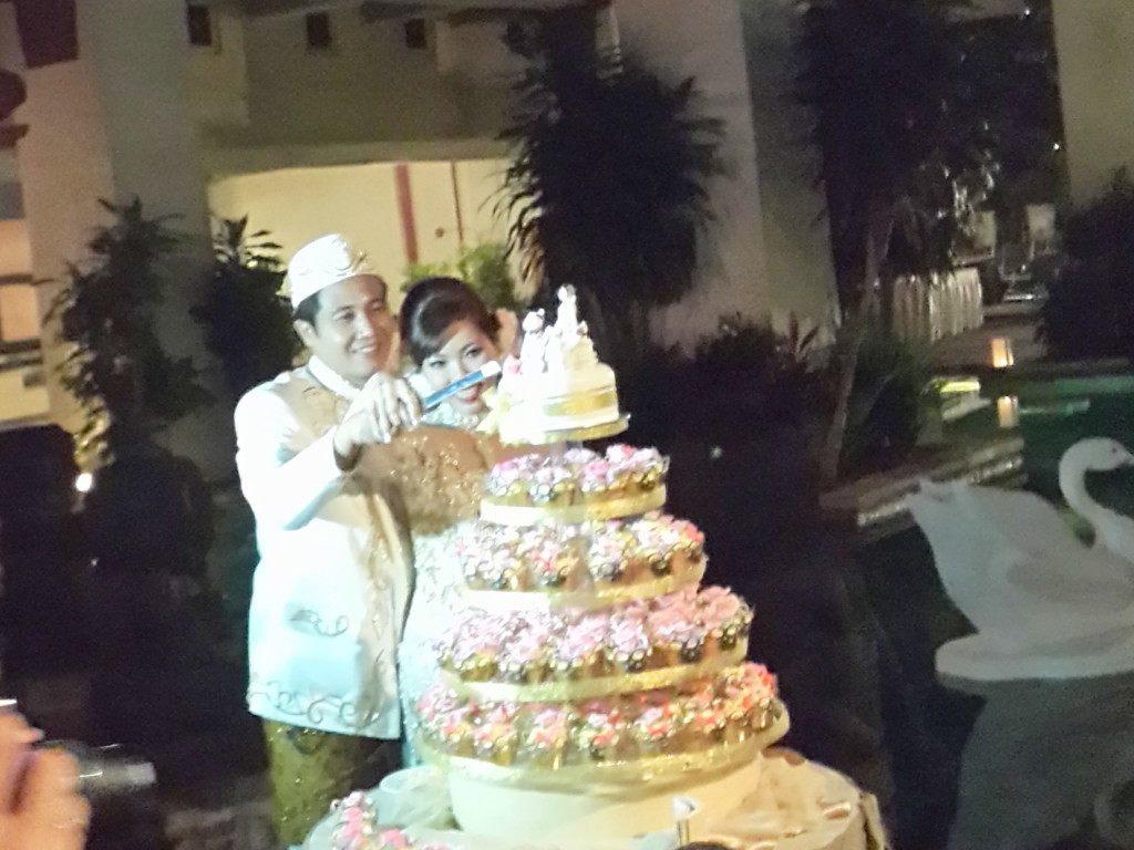 potong wedding cake
