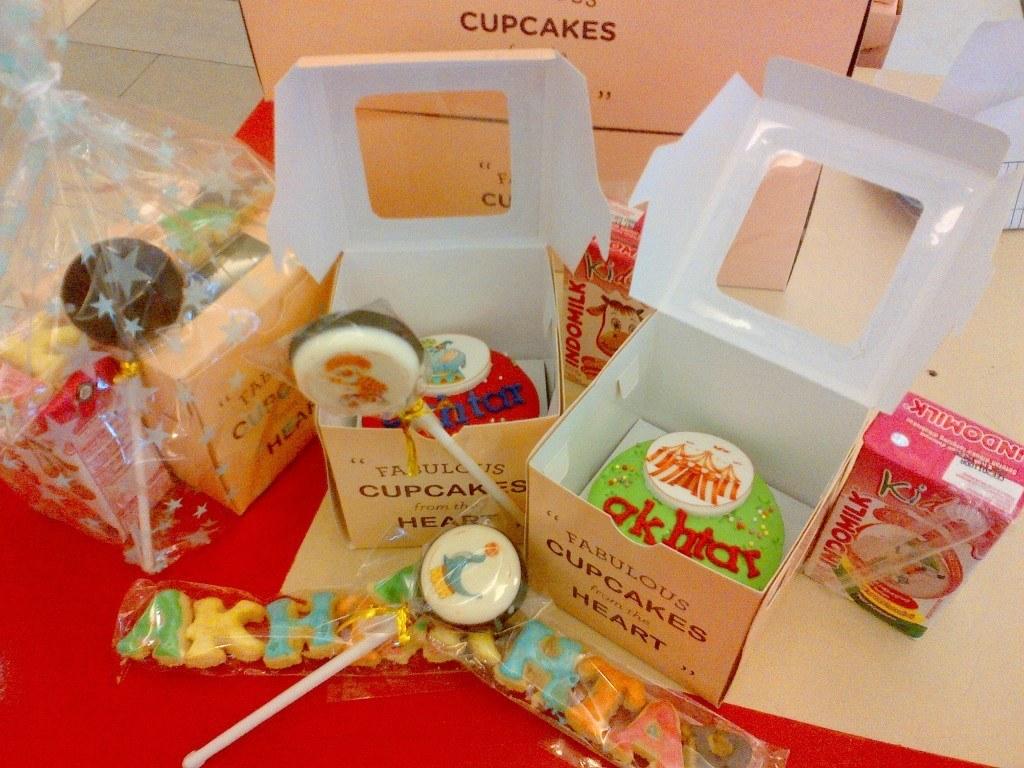 circus goodie bag cupcake