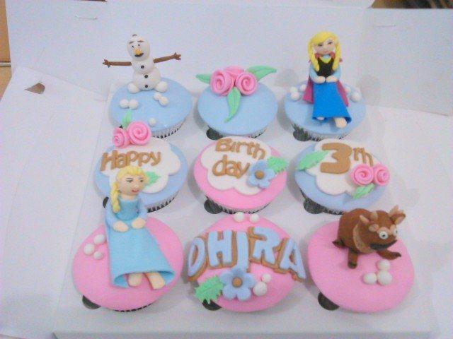 frozen cupcake ulang tahun pink
