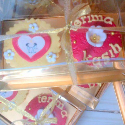 sq-red-gold-wedding-souvenir-2-2