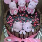 Piggies in the Mud Valentine Cake